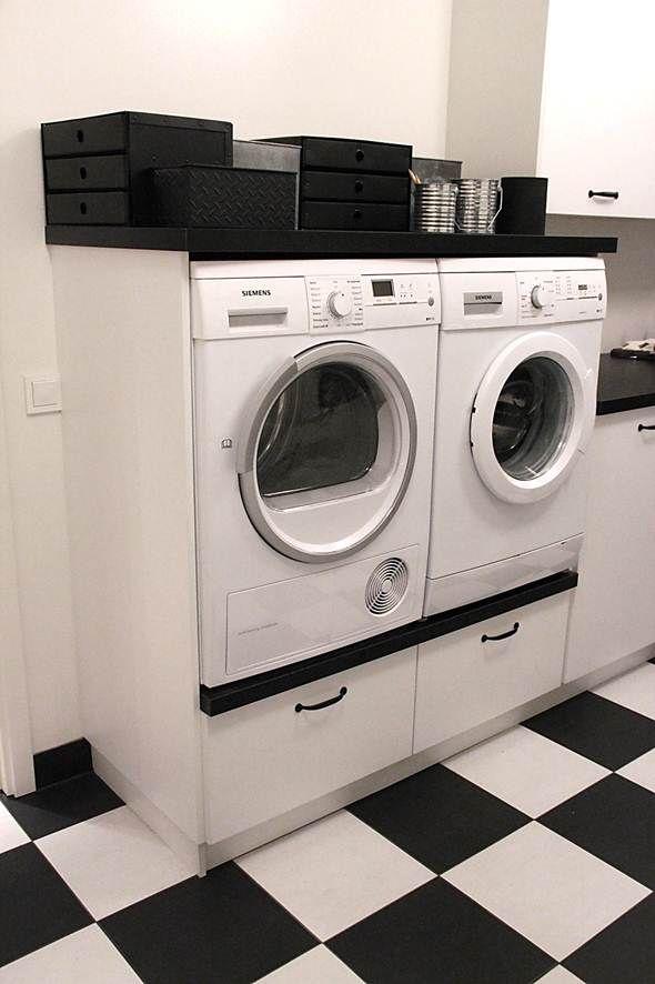 NU VAR DET GJORT!      Ordningen i tvättstugan är återställd! Jippiii!   Köpte ju en massa fin förvaring för ett tag sen: burkar,   låd...