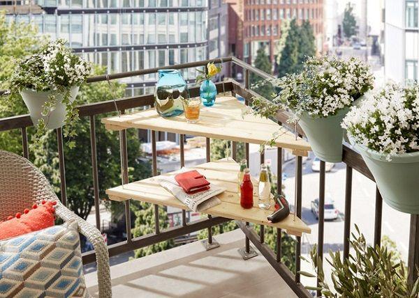 IDEAS PARA DECORAR BALCONES PEQUEÑOS. Utilizar los rincones en los balcones pequeños. #balconespequeños #ideas