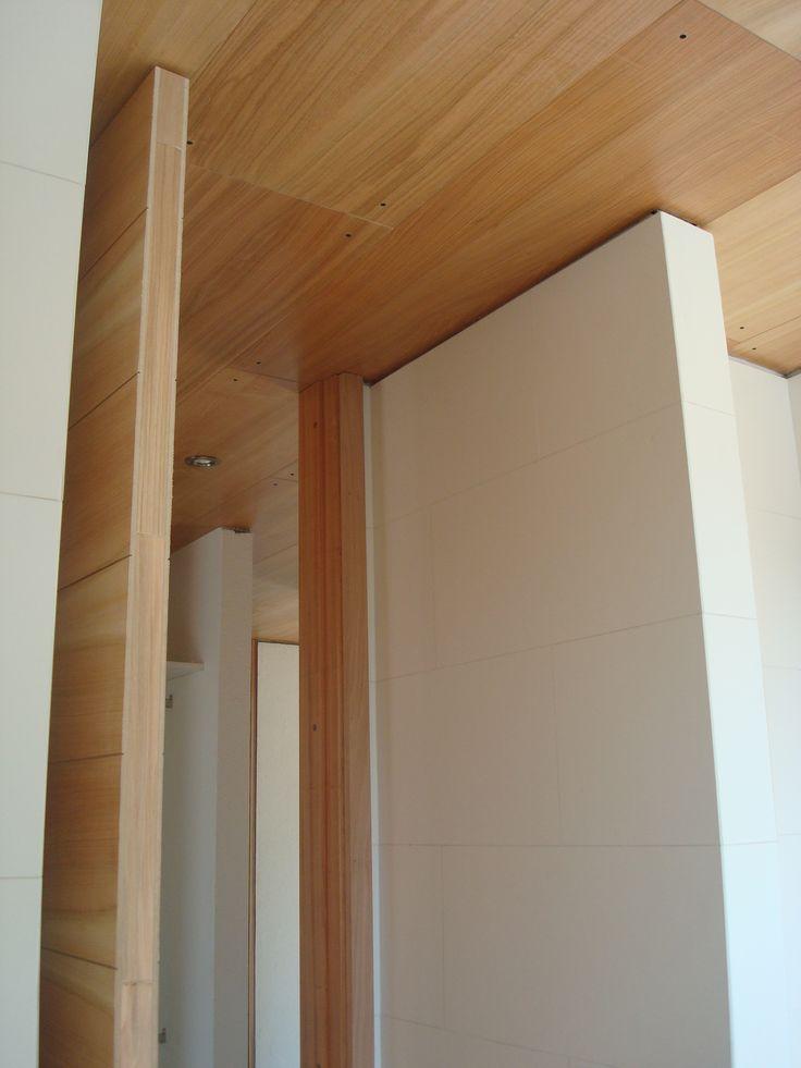 Casa Legarreta - Cachagua Se utilizó revestimientos REBEST en cielos y muros, evocando el sentido clásico de la madera pero con una perspectiva moderna. Arquitectos: BDE Arquitectos