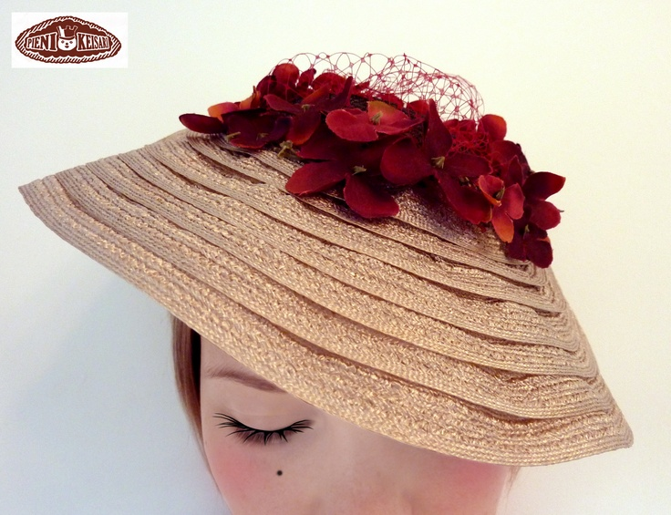 Vintage style hat with flowers -   http://www.facebook.com/pages/pieni-keisari/79394388494