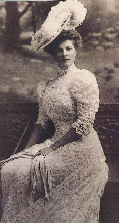 Elegant Edwardian lady, circa 1909