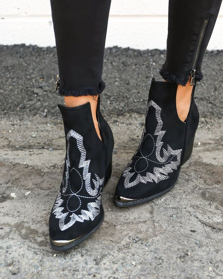 Break rules in our black Laweson Boot! These vegan suede ankle boots have a…