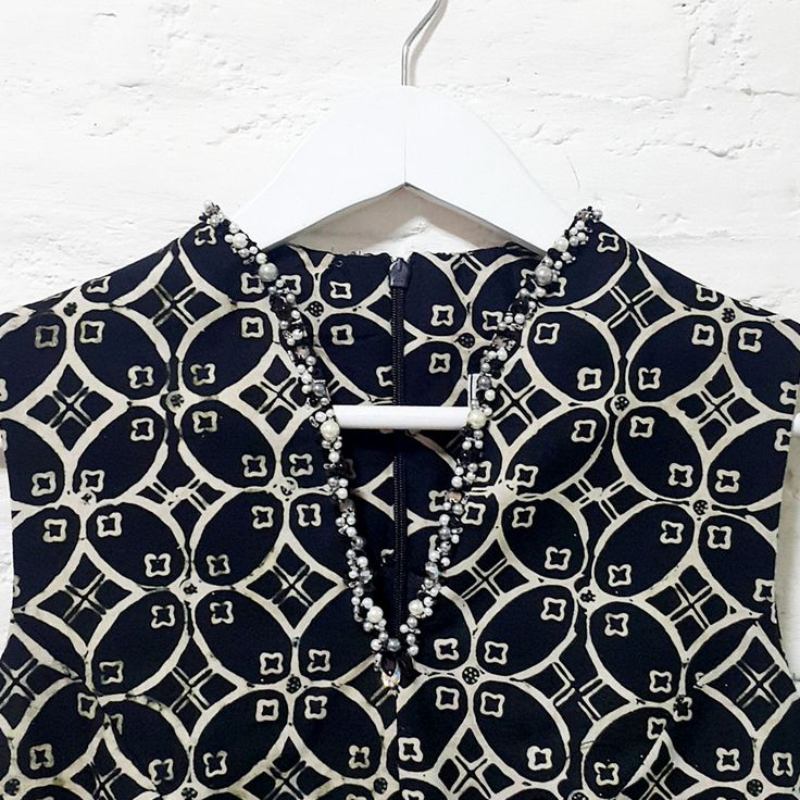 V-Neck Body Fit Classic Contemporary Batik with Pearl EmbellishmentLength of Blouse : (From Top to Bottom) Front: approx. 74 cm / Back: approx. 60 cmMaterial Used : Contemporary Batik Design, Cotton / Pearl Embellishment.Standard Zipper Length (50-55cm) at the back