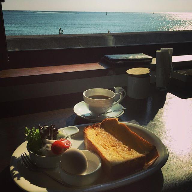淡路島といえば関西の観光地としても人気があるスポットです。そして、淡路島にはカフェの名店が多くあるんです。今回はそんな淡路島でおすすめのカフェ厳選10店を紹介していきたいと思います。ぜひ、淡路島へ訪れる際はカフェをご利用してみてください。