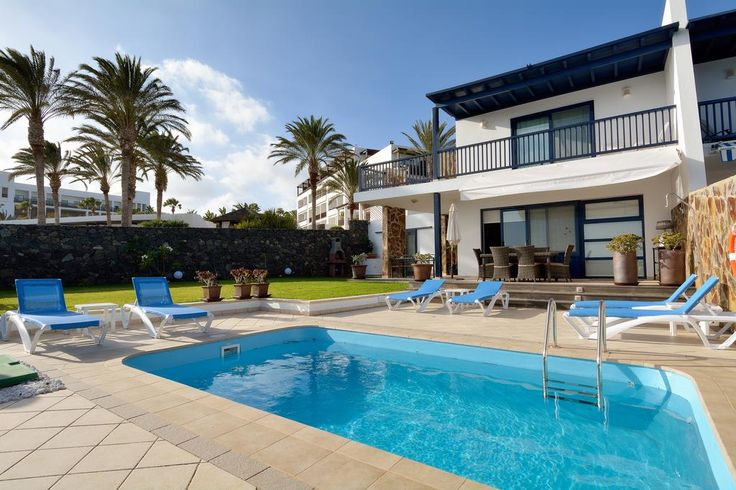 Situated in Puerto Calero in the Lanzarote Region, this villa is 4.3 km from Puerto del Carmen. This villa provides an outdoor pool and free WiFi.