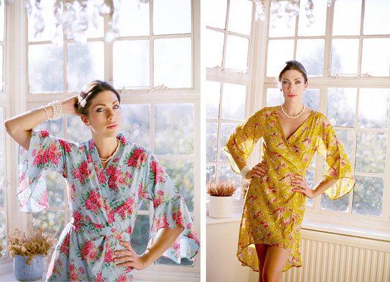 Folleto de batas especiales personalizadas y túnicas kimono a la orden.  Descripciones solamente.