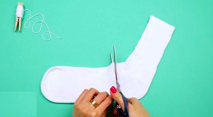 Não jogue suas meias fora, siga estas instruções passo a passo para criar um companheiro de quarto macio e barato. Depois de entender o processo, soltar a imaginação e se divertir criando bonecos…