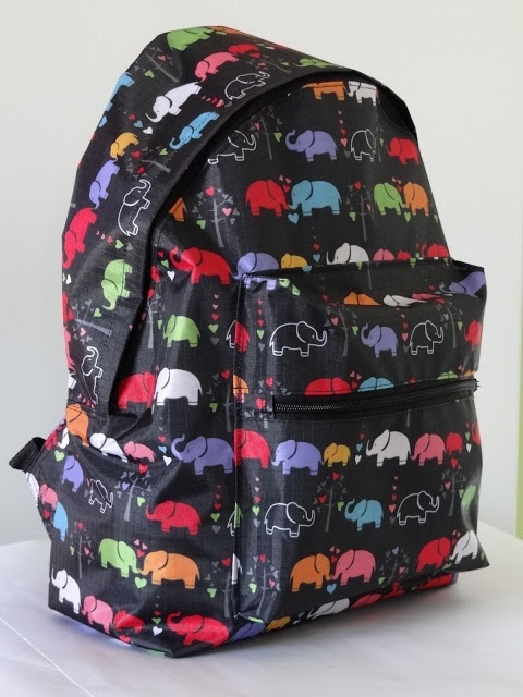 Elephant backpack, found on : http://diariodenaii.blogspot.com.es/2013/02/do-undo-redo.html  Website is in Spanish. Scroll down a little for pattern