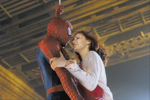 Sweetest picture from one my favorite movies ever :) TOBEY MAGUIRE and KIRSTEN DUNST in SPIDER-MAN. // imdb.com