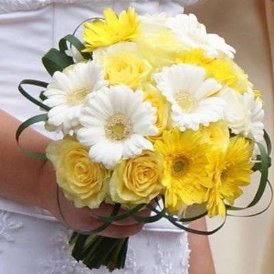 Гербера 7шт., розы 9шт.  http://www.dostavka-tsvetov.com/shop/110/desc/buket-4