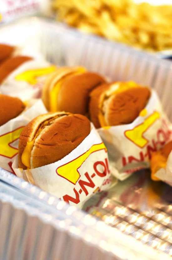 50s Diner Soda Shop Party Food Burgers Babyshowerideas4u Birthdayparty Babyshowerdecorations Bridalshower