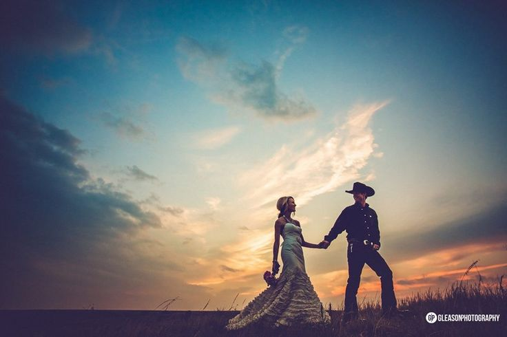 Country wedding pasture sunset picture
