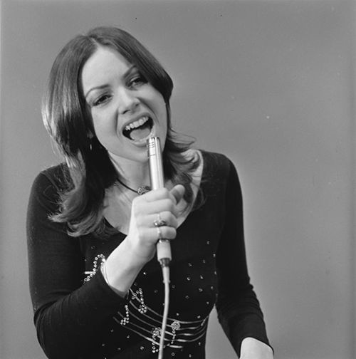 Jerney Kaagman (July 9, 1947) Dutch singer and manager, known from the band Earth & Fire; she is also known from Conamus.
