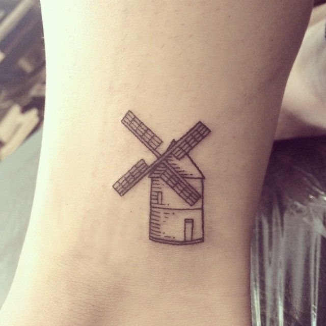 absolutely love this cute little windmill and its placement. Done by @galyagisca