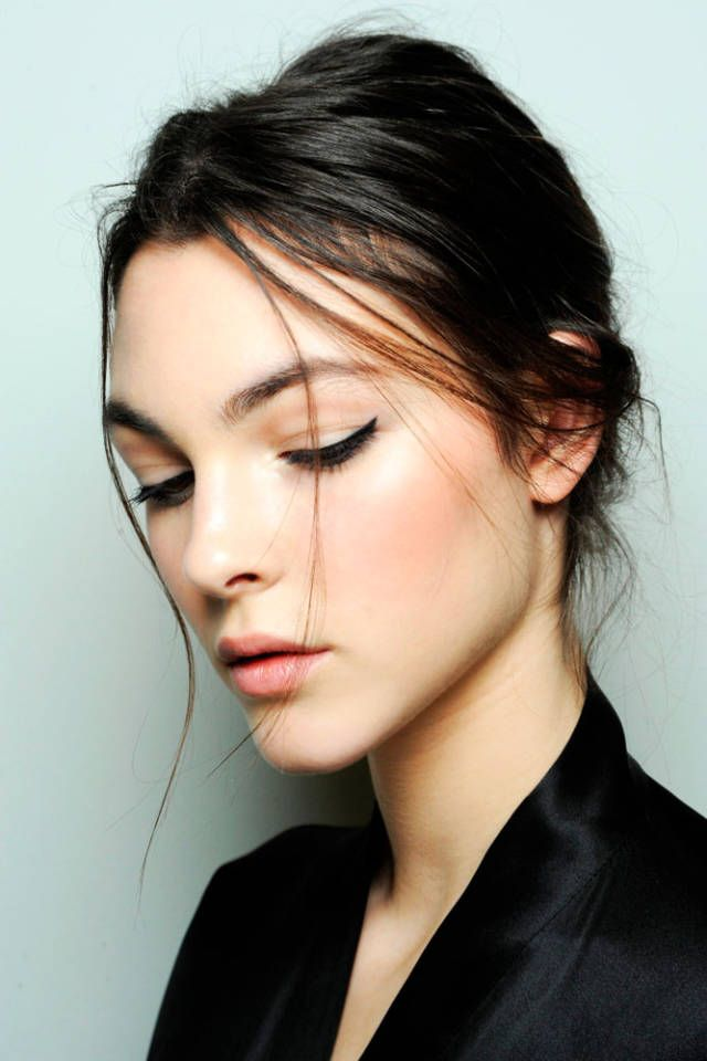 Click through to learn how-to get the enchanting makeup look at Dolce & Gabbana