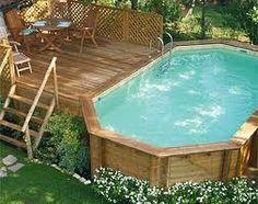 piscina fuori terra, con pannellature esterne in legno