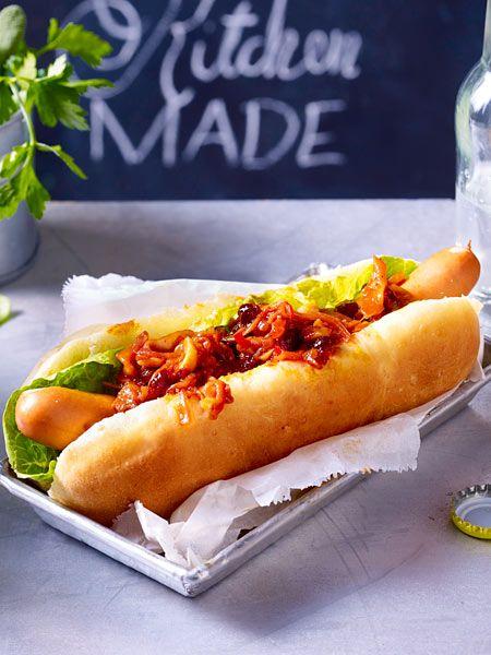 Fast Food de luxe: Hot Dog mit Zwiebelrelish