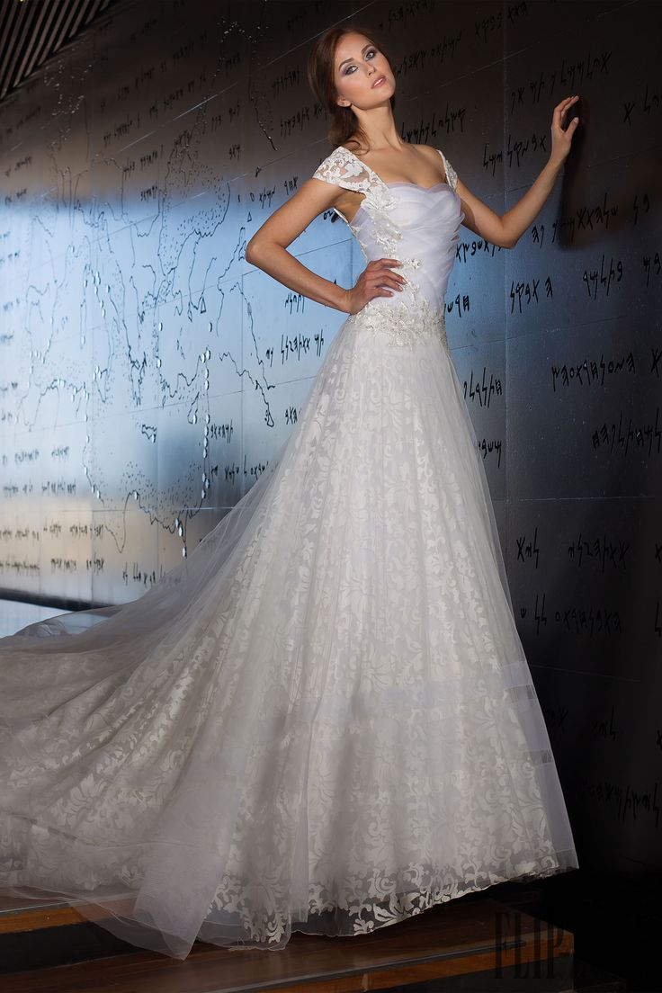 Abed Mahfouz 2014 collection - Bridal - http://www.flip-zone.net/fashion/bridal/the-bride/abed-mahfouz-4852