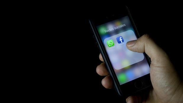 Golpe a WhatsApp: no podrá compartir datos con Facebook en el Reino Unido Se estrecha el cerco sobre el uso de los datos personales en WhatsApp. La Oficina del Comisionado de información (ICO, por sus siglas en inglés) de ... http://sientemendoza.com/2016/11/09/golpe-a-whatsapp-no-podra-compartir-datos-con-facebook-en-el-reino-unido/
