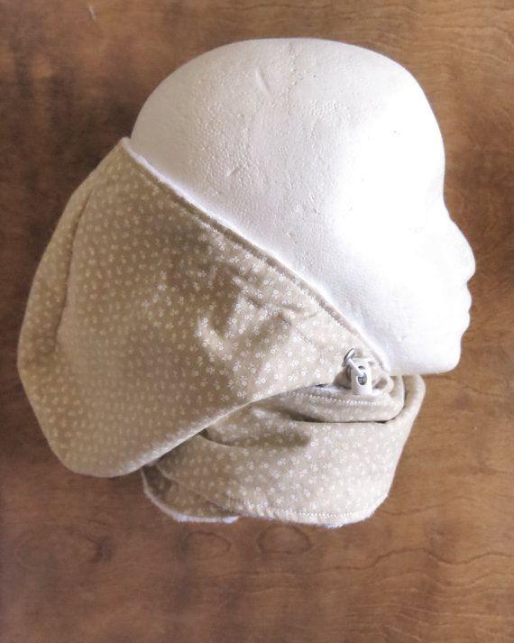 Le foulard infini avec capuchon est idéal pour garder le cou et la tête de bébé bien au chaud par temps froid.Le capuchon s'ajuste à