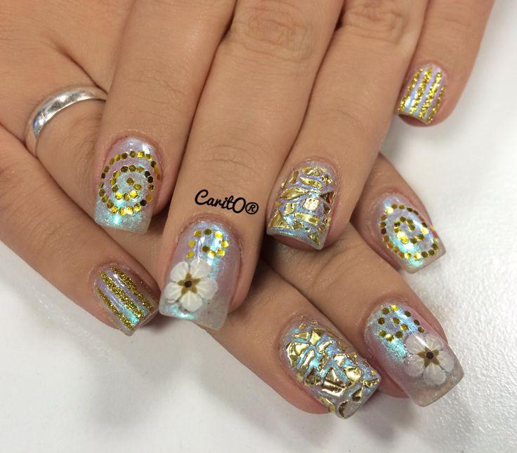 Gold nailart design, flower manicure, glitter gold nails