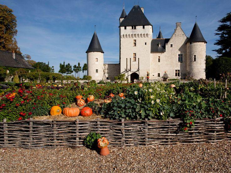 Indre et Loire. : château du Rivau - http://www.touraineloirevalley.com/dormir-manger-sortir/jardins-et-parcs/chateau-et-jardins-du-rivau-lemere