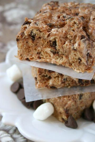 Chewy No-Bake Chocolate Chip Cookie Treats - crumbled chips ahoy plus melted marshmallows.