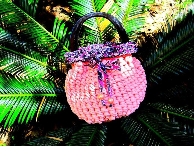 Comoda ed elegante la borsa rosa con inserti neri portala ovunque!!  Comfortable and elegant pink bag with inserts blacks take it everywhere!