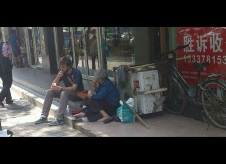 While in China, Jason Loose, who is now known as French Fry Brother, sat down to chat with a homeless woman and offered her some of his fries. Looses random act of kindness, caught on camera by a passerby, made waves among Chinese microblogging sites for his altruism.