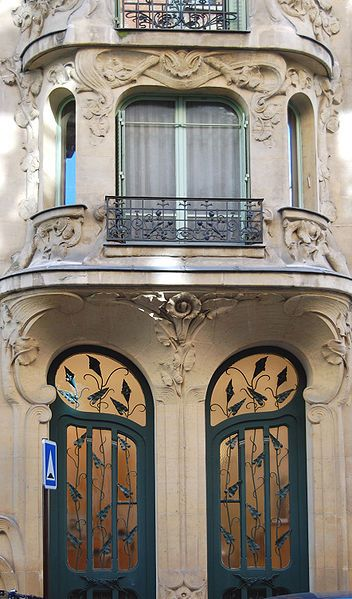 Art Nouveau (1880-1910), Originating in Paris and London, Art Nouveau entrances such as Rue du Champ de Mars, 7th district can be seen throughout Paris.