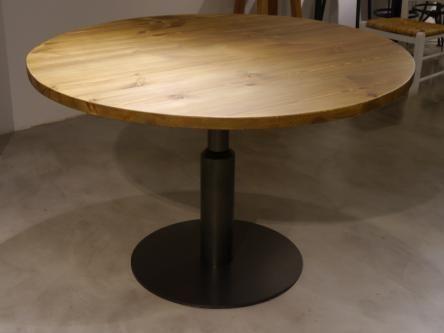 Un nuevo modelo de pie de mesa central diseñado por Dadra, la mesaMALCONTENTA GIANTindicado para sobres de mesa a partir de 90cm de diametro, formada por una base de hierro redonda<br>con una columna de hierro asimetrica, de altura 75 cm ,disponible tambien en otras alturas. Se puede fabricar en distintos acabados. Los sobres de mesa pueden ser de pino, roble y marmol en distintos tipos de mármoles con o sin aro de latón.<br>Ideal para un estilo industrial e idoneo para restauración y…