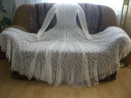 Knitted wedding dress Beautiful dress made in Lithuania Photo credit : http://public.fotki.com/viliuteee/vestuvins-suknels/