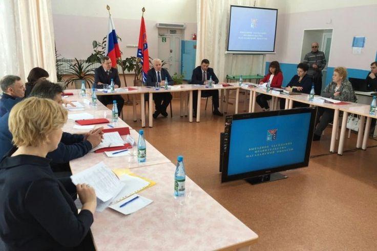 Выездное заседание правительства Колымы проводит в эти минуты в Эвенске глава региона - MagadanMedia