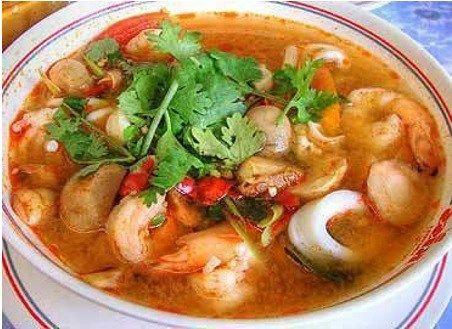 Caldo de camarón seco Este caldo es muy sencillo y rico; justo para la cuaresma, cuando no sabes qué hacer. Ingredientes 2 tzcamarón seco 4 tirastocineta de puerco picado 2 zanahorias cortadas en c…