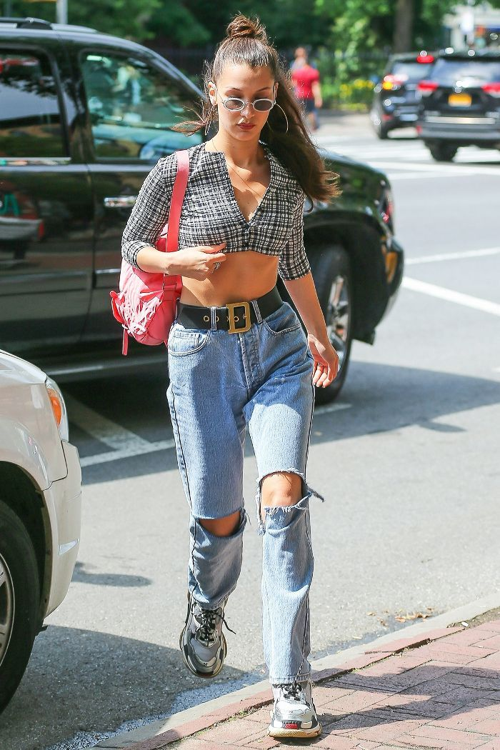d06020fac171f4 Bella Hadid s Airport Jeans Are So Much Cooler Than Regular Mom ...
