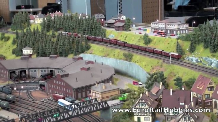 Minitrix (Trix N scale) Layout at the 2010 Toyfair - YouTube