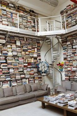 Dream on! Wow look at Karl Lagerfelds library.