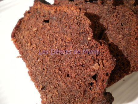 CAKE  CHOCO  VALRHONA   3 œufs 50 g de miel liquide 80 g de sucre 50 g de poudre d'amandes 10 cl de crème liquide entière  80 g de farine 5 g de levure chimique (1/2 paquet) 15 g de cacao en poudre  50 g de beurre demi-sel fondu 2 c à s de rhum  30 g de chocolat noir fondu à 70% de cacao