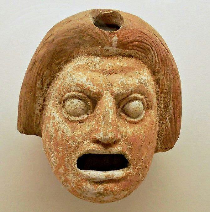 Mascara teatral de terracota pintada Siglo lll a.C Isla de Lipari , Italia