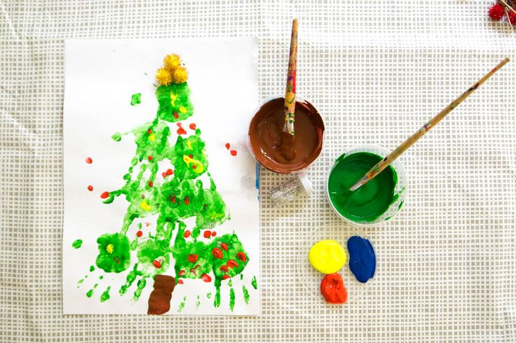 Cute Christmas craft idea - hand printed christmas tree! https://thetinylittledreamer.wordpress.com/
