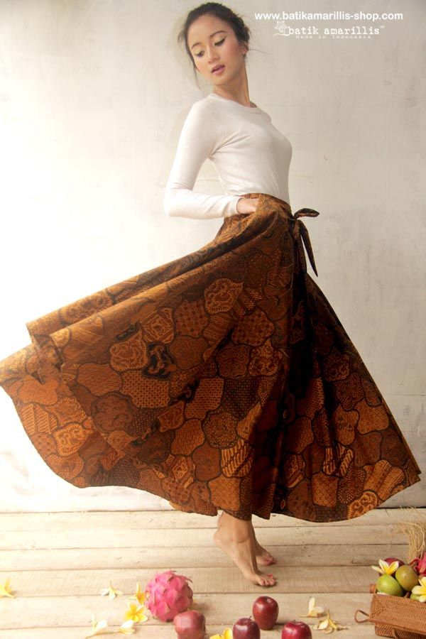 Batik Amarillis Made In Indonesia proudly presents... Batik Amarillis's Amarillissma Sekar Jagat Long skirt This fabulous and luxurious batik coletan Sekar jagat from Sragen skirt features a structured waistband with sash which can be styled front or back ,the skirt merging down into a billowing pleated skirt. this beautifully tailored garment will turn heads with its captivating design