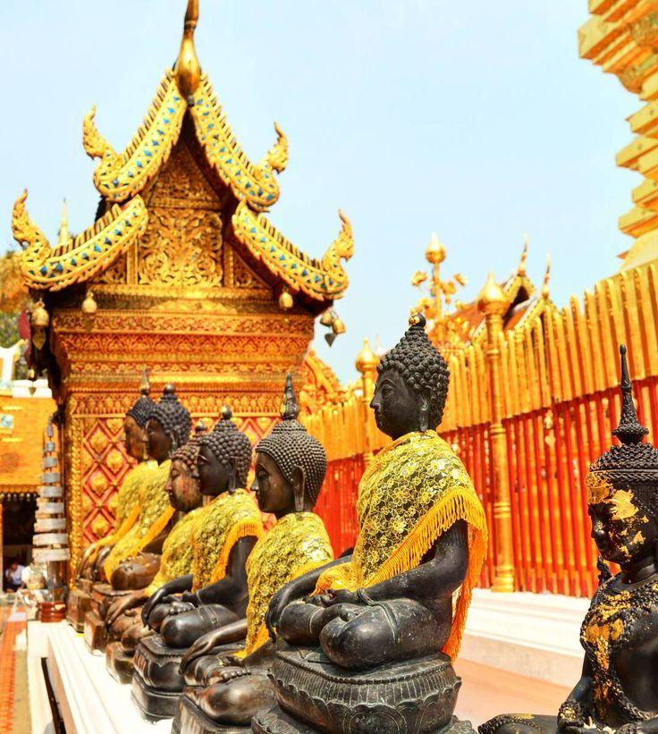 Follow us on insta: http://ift.tt/2oAZNr8 -- @vamosfugirblog --  É tanto detalhe que fica até difícil saber pra onde olhar... /  There are so many details that we don't even know where to look at #tailandia #thailand #chiangmai  #watdoisuthep #temple #budism #mochilãosudesteasiatico #vamosfugirblog #blogueirorbbv #blogsdeviagem #iamtb #travelblogger #travelworld #braziloverss #instatravel #amazing #amazingtrip #viagem #turismo #queroviajarmais #viagemdossonhos #wanderlust…