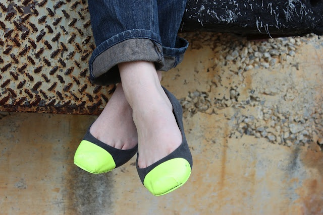 Make over an old pair of flats with Mod Podge