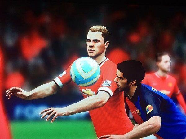 Słynny gest Urugwajczyka pojawił się nawet w grze FIFA • Luis Suarez gryzie rywala w grze komputerowej • Zobacz zabawny obrazek >>