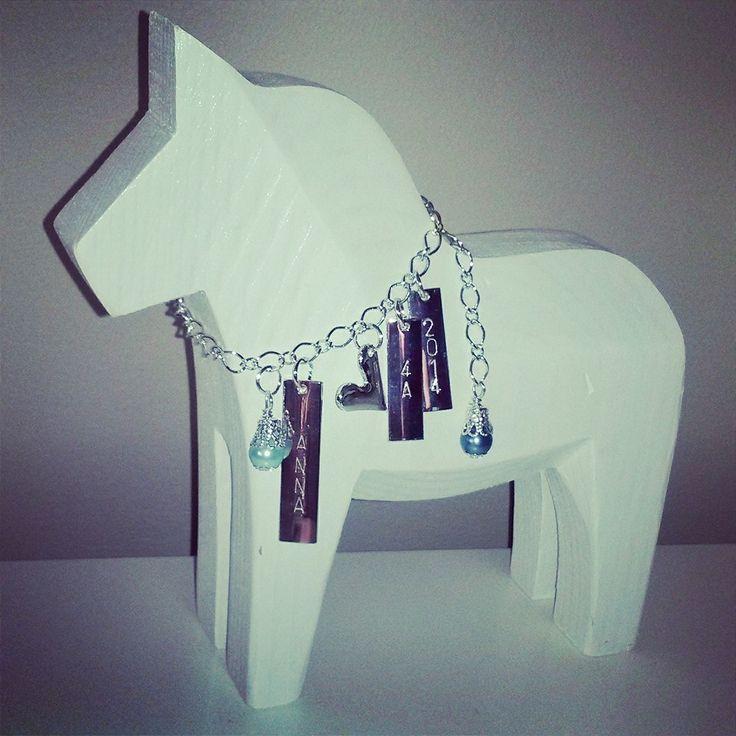 En beställning Stor Konfirmationshäst med 3 brickor och vaxade glaspärlor