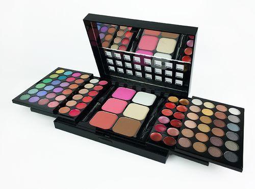 Make Up Sweden säljer billigt smink och billig makeup till fri frakt online, fynda dina sminkborstar, sminkpaletter idag.