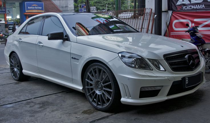 mercedes benz e63 amg oz ozracing superturismo. Black Bedroom Furniture Sets. Home Design Ideas