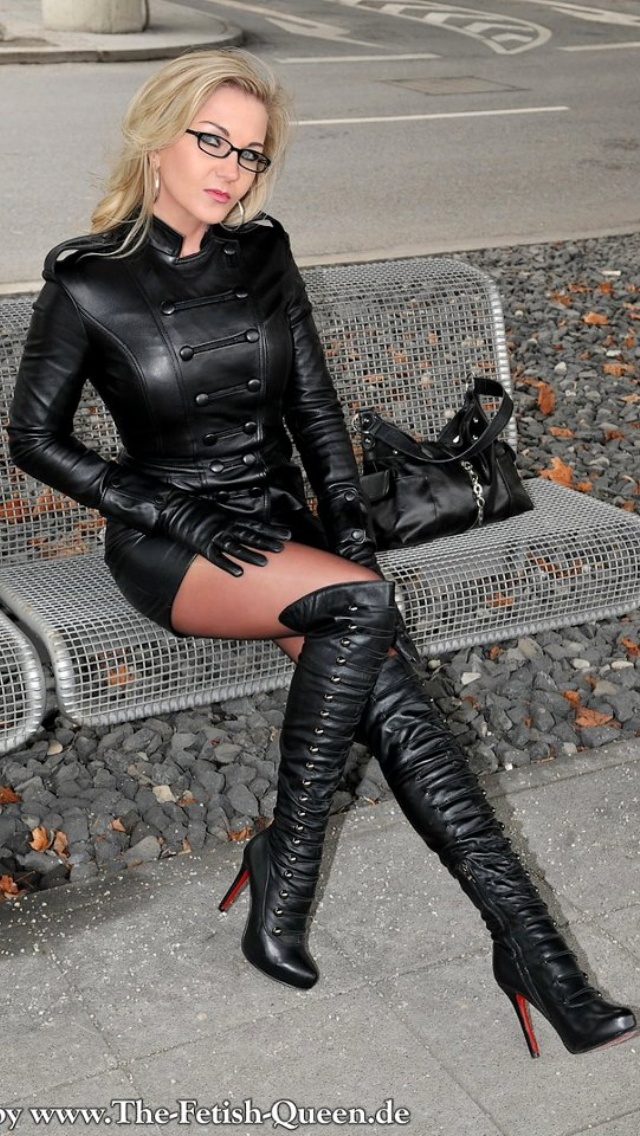Such beautiful leather and such a beautiful lady too ...