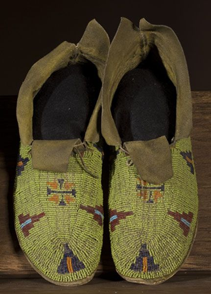 249 best ideas about beaded moccasins on pinterest for Cheyenne tribe arts and crafts