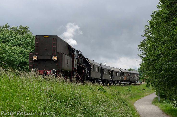 Parowóz OL 49-59 i pociąg retro ROGAŚ powracający z Gołańczy do stacji Wągrowiec